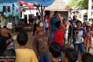 Kemeriahan Lomba Anak-Anak saat 17 Agustusan di RT. 2, Bapak-Bapak Tidak Mau Kalah Lho