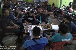 Pengurus Komunitas Pemuda-Pemudi RW-3 NgoPi di Angkringan